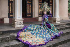 Chi Nguyễn mang áo dài nặng 20kg đến Miss Asia World 2018