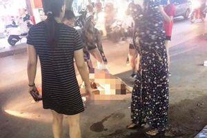 Khởi tố 3 người phụ nữ đánh ghen lột đồ, đổ mắm ớt