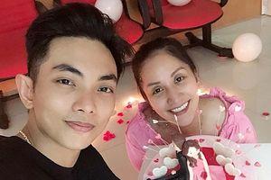 Khánh Thy tổ chức sinh nhật lãng mạn cho Phan Hiển