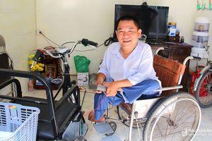 Từ 'người nẹp chân' trở thành 'nhà sáng chế' xe lăn điện
