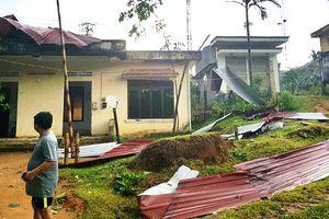 Lốc xoáy tốc mái hàng chục nhà dân tại Quảng Ngãi