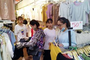 'Bí kíp' mua quần áo lẻ rẻ như mua sỉ ở 'thủ phủ' Ninh Hiệp