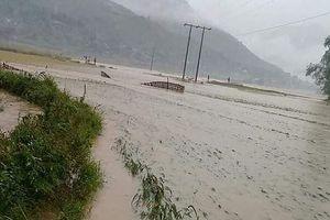 Nhiều tuyến đường ở Lào Cai, Lai Châu ách tắc hoàn toàn do mưa lũ