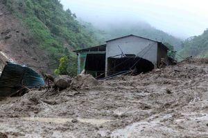 Mưa lũ tàn phá các tỉnh vùng núi phía bắc