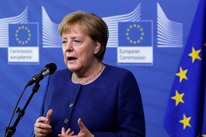 Chấp nhận 'buông xuôi', bà Merkel đẩy sức nóng khủng hoảng của EU?