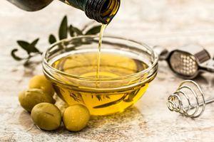Vì sao nên ăn một thìa dầu olive mỗi ngày?
