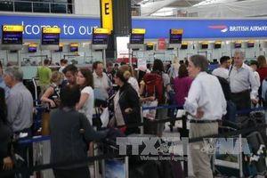 Hạ viện Anh thông qua dự án mở rộng sân bay Heathrow gây tranh cãi