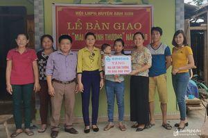 Bàn giao nhà 'Mái ấm tình thương' cho phụ nữ nghèo ở Anh Sơn