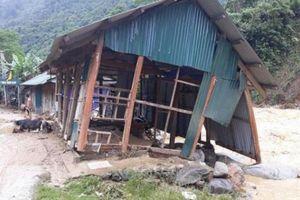 60 nóc nhà bị ngập trong lũ ở Mường Nhé
