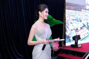 Á hậu Thùy Dung đã tốt nghiệp ĐH Ngoại thương, lấn sân làm MC tiếng Anh