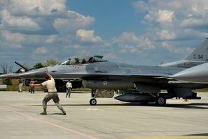 Không quân Mỹ luồn sâu vào sát sườn Nga