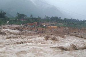 Lai Châu: Nhiều tuyến đường sạt lở, công tác tìm kiếm người mất tích gặp khó khăn