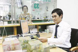 Ngân hàng dư vốn: Lãi tiết kiệm đồng loạt giảm