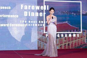 Á hậu Thùy Dung khoe vai trần quyến rũ với váy ren xuyên thấu