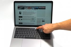 Lên mạng 'săn' MacBook siêu rẻ mùa World Cup