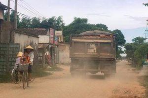 Hà Tĩnh: Đường dân sinh oằn mình 'cõng' xe quá tải