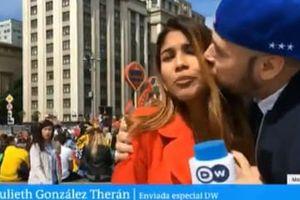 Nữ phóng viên tác nghiệp tại World Cup bị quấy rối