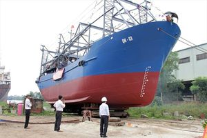 Tàu 67 giúp ngư dân vươn khơi có lãi