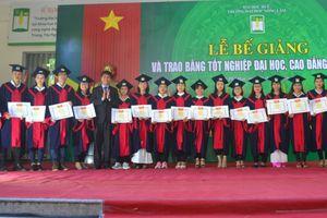987 sinh viên Trường Đại học Nông lâm Huế nhận bằng tốt nghiệp