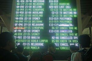 Núi lửa ở Bali lại phun trào, hơn 400 chuyến bay bị hủy