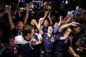 CĐV Nhật đổ ra đường mừng chiến tích của đội nhà ở World Cup