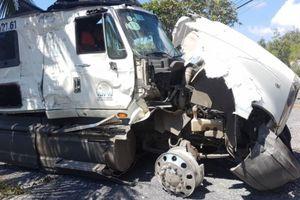 Kiểm tra lốp, phụ xe bị ô tô container tông tử vong