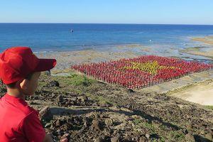 Lý Sơn: Hơn 3.000 người xác lập kỷ lục tạo hình lá cờ và hát Quốc ca
