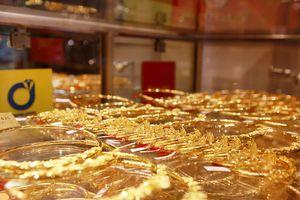 Giá vàng SJC 'bốc hơi' hơn 200.000 đồng/lượng trong tuần