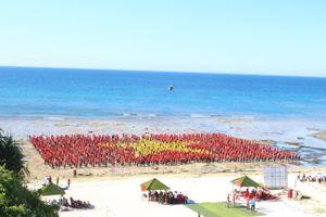 3.000 người tạo hình cờ Tổ quốc trên đảo Lý Sơn