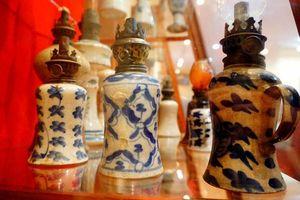Ngỡ ngàng bộ sưu tập đèn dầu cổ hàng nghìn năm tuổi