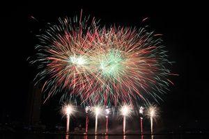 Âm nhạc, pháo hoa vẽ nhịp cầu hữu nghị trên sông Hàn