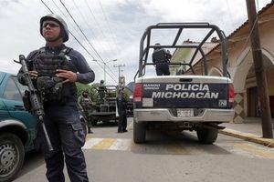 Bắt giam toàn bộ cảnh sát của một thị trấn