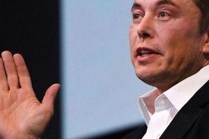 Trước khi thành công, 'người sắt' Elon Musk từng 'khổ sở' đến thế này!