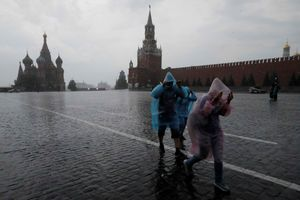 Moscow đóng cửa Fan zone do mưa bão