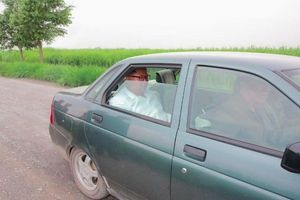 Không phải xe bọc thép, ông Kim Jong-un sử dụng chiếc xe cũ đi thị sát biên giới