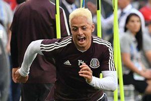 Sao Mexico nhuộm tóc bạch kim cầu may trước trận gặp Brazil