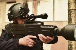 Trung Quốc phát triển súng laser cầm tay bắn cháy da người