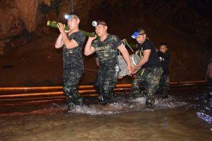 Nóng: Đội bóng nhí Thái Lan sống sót kỳ diệu sau 9 ngày mắc kẹt trong hang ngập nước