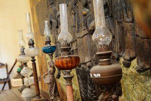 Chiêm ngưỡng hơn 600 chiếc đèn cổ nghìn năm ngay tại TP.HCM