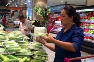 Lương cơ bản vừa tăng, giá thực phẩm cũng tăng chóng mặt