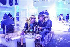Giới trẻ bỏ tiền trăm trải nghiệm quán cafe âm 10 độ C giữa 'chảo lửa Thủ đô'