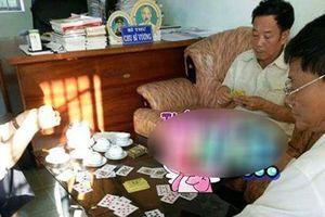 Bị đăng tải clip đánh bài lên Facebook, 3 cán bộ 'lĩnh' kỷ luật