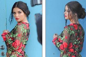 Người mẫu Demi Rose đẹp cuốn hút với jumpsuit họa tiết hoa xuyên thấu