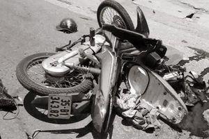Ngủ gật, nam thanh niên đi xe máy chết thảm sau cú tông xe tải