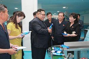 Bên trong nhà máy mỹ phẩm Triều Tiên ông Kim Jong Un đến thị sát