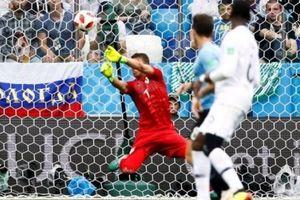 Thủ môn Uruguay kéo dài danh sách thảm họa tại World Cup 2018