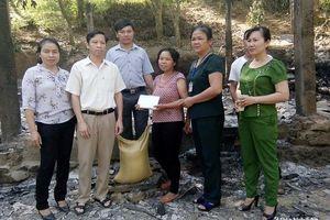 Quỳ Hợp: Hỗ trợ 20 triệu đồng cho gia đình bị hỏa hoạn thiêu rụi nhà ở