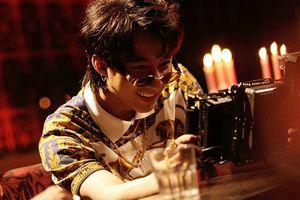Cận cảnh nụ cười hiếm hoi của Sơn Tùng trong hậu trường MV Chạy ngay đi (Remix)