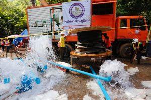 Bơm nước khỏi hang cứu đội bóng Thái Lan: Nhiệm vụ bất khả thi