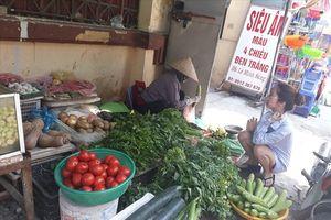 Giá thực phẩm tăng, công nhân khu công nghiệp tính chuyện ăn mì thay cơm